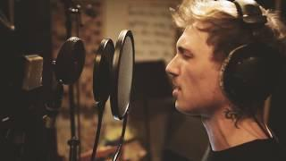 Awesome Arnold - Serenade (Studio Video)